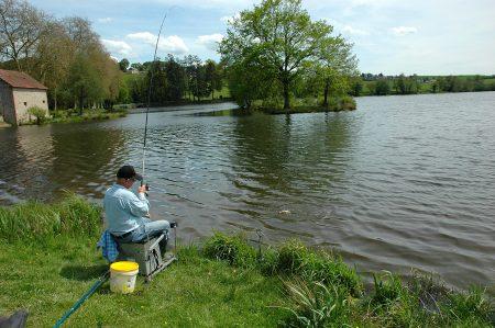 Vissen in de Morvan, er zijn diverse meren rondom Morvan Rustique met de mogelijkheid om te vissen