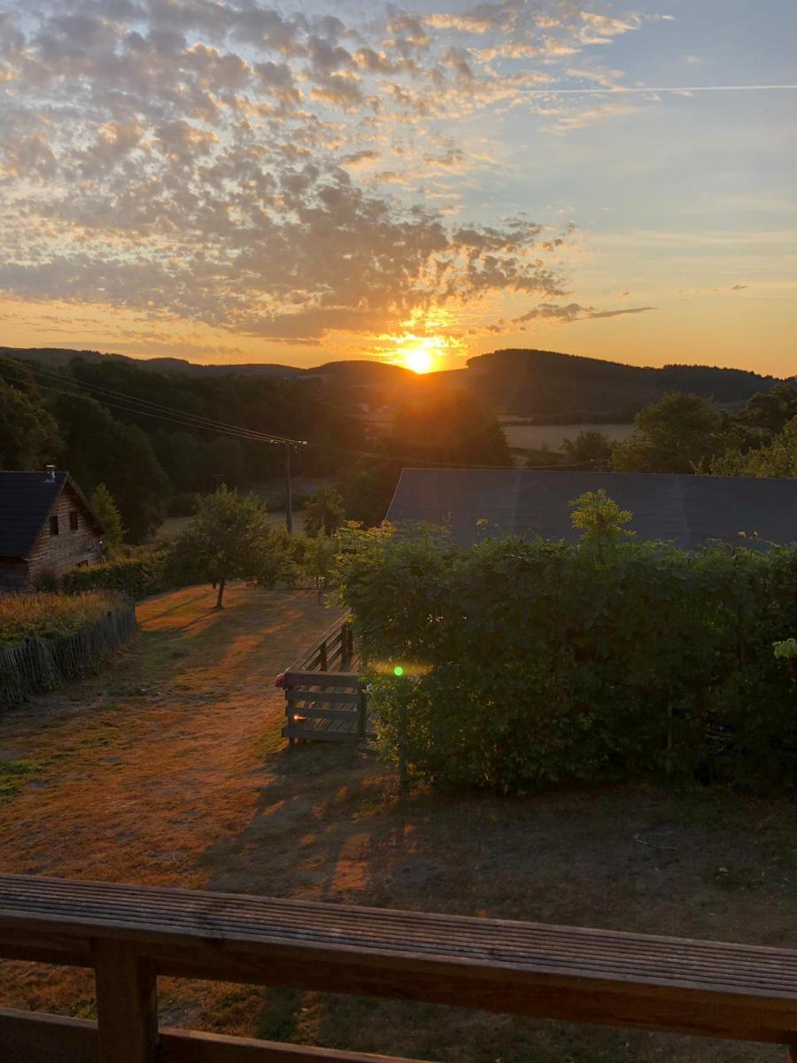opkomende zon lodgetent Morvan Rustique